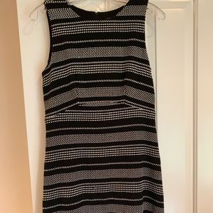 Ann Taylor Black / White Sleeveless Sz 6.